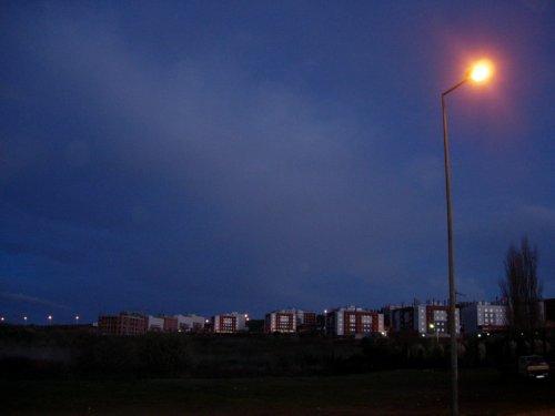 Gentes e Locais/Anoitecendo na periferia...