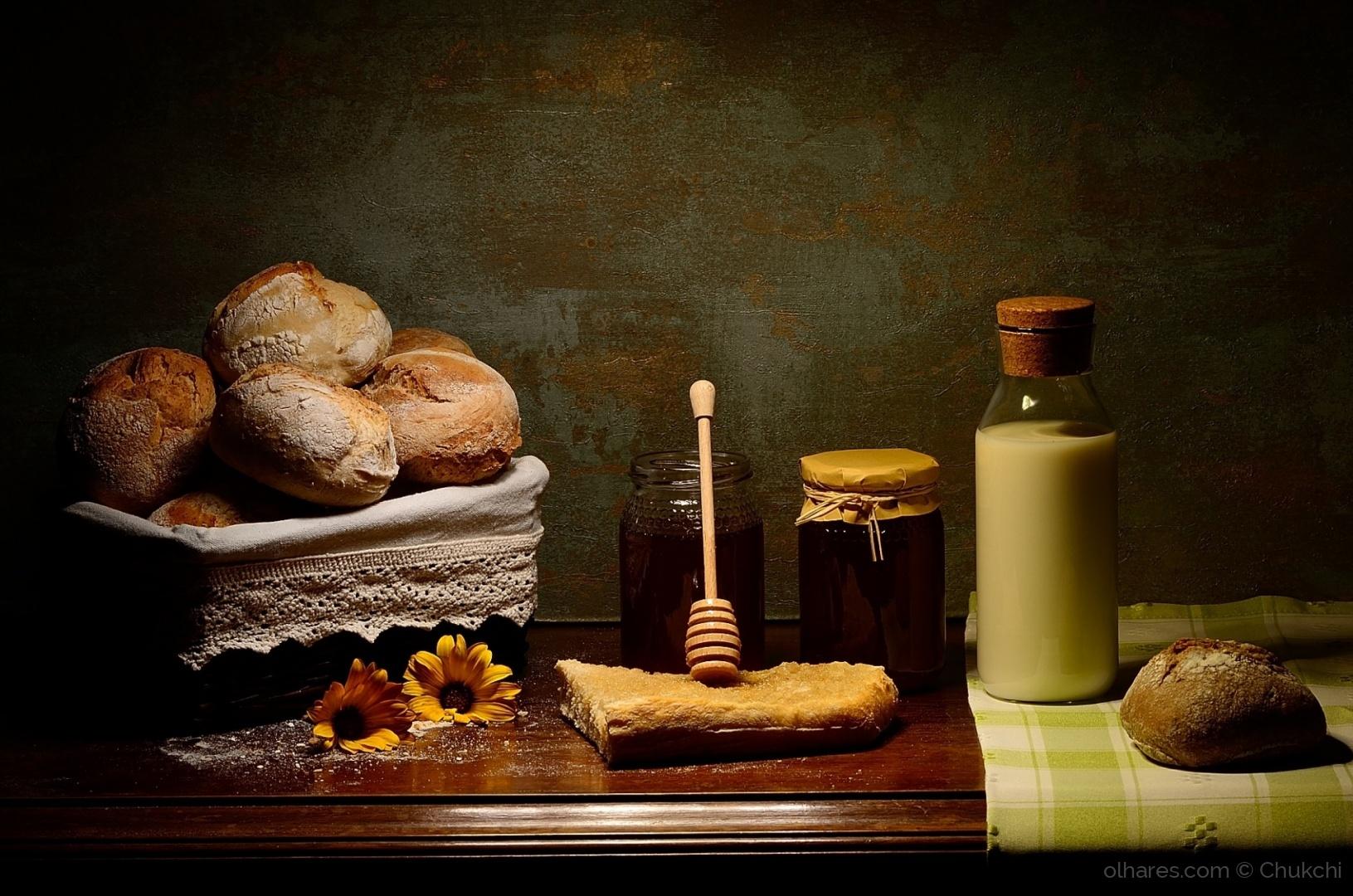 Outros/Natureza-morta com mel, pão e leite