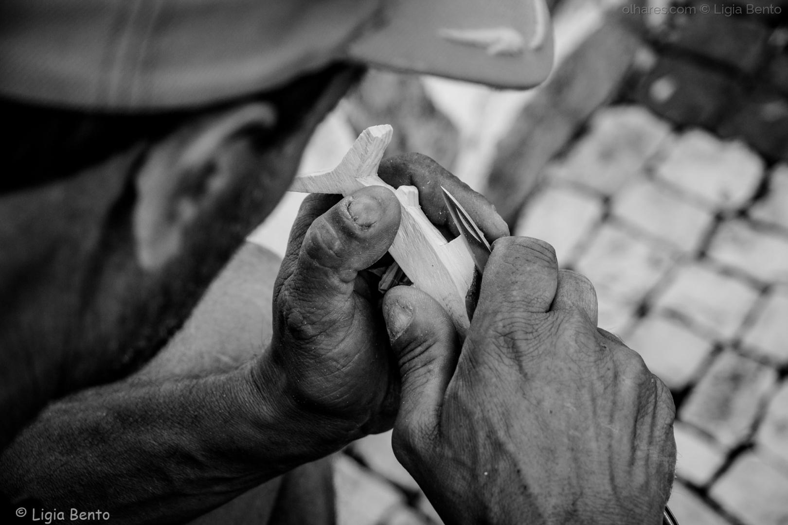 Gentes e Locais/esculpir a madeira