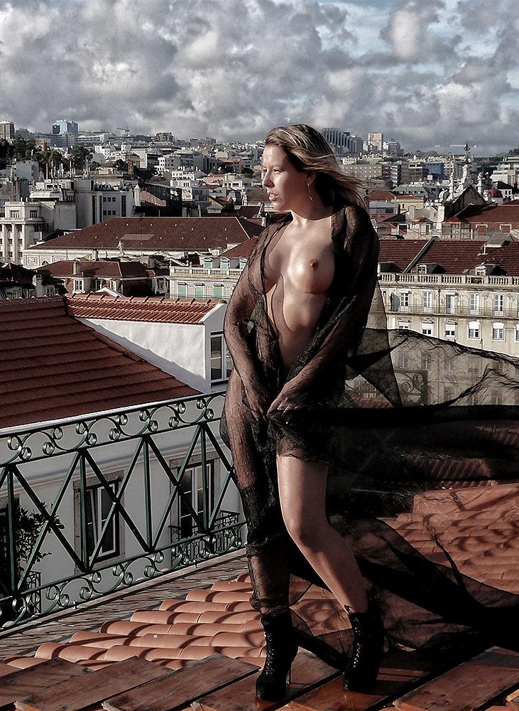 Outros/Lilyan sobre o telhado de Lisboa I