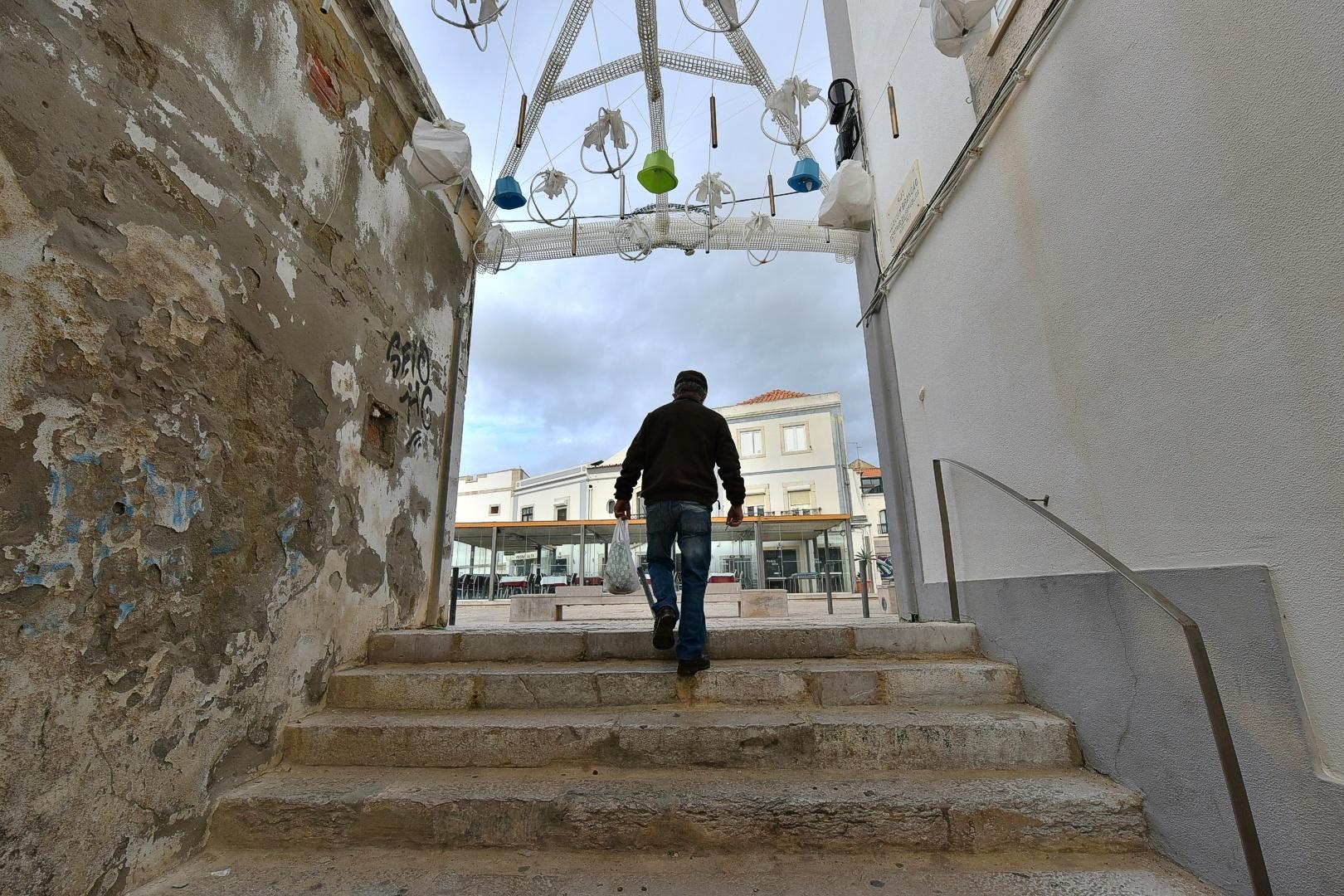 Fotografia de Rua/With a very damaged part... I still go shopping!