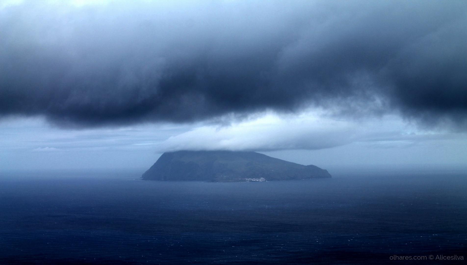 Outros/Uma Ilha ao longe........