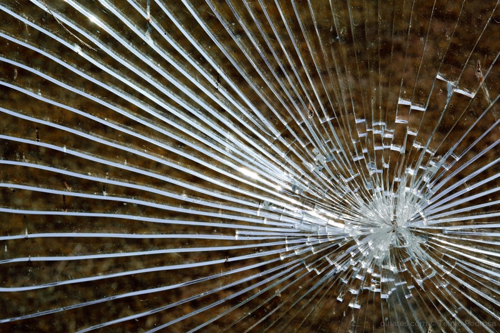 Abstrato/Vidro partido