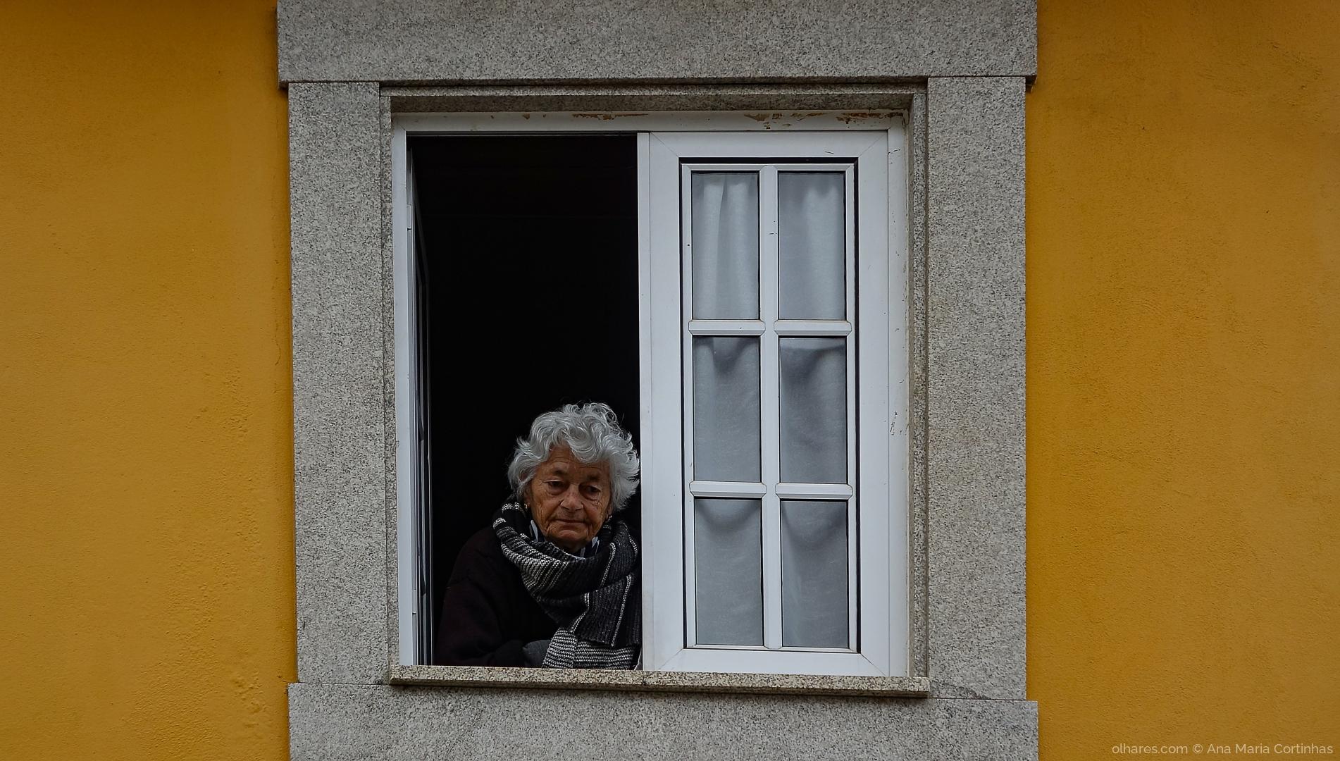 Outros/Na janela da solidão....     (Pf ler)