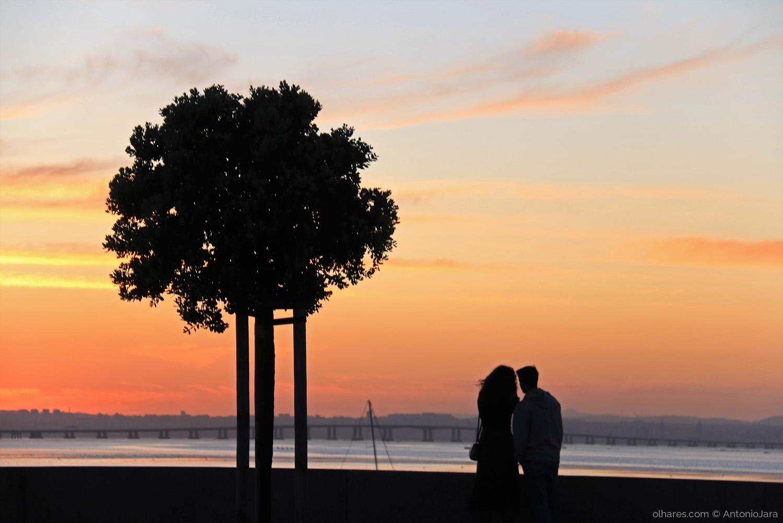 Gentes e Locais/ROMANCE COM AS CORES DO OCASO ( Dia dos Namorados