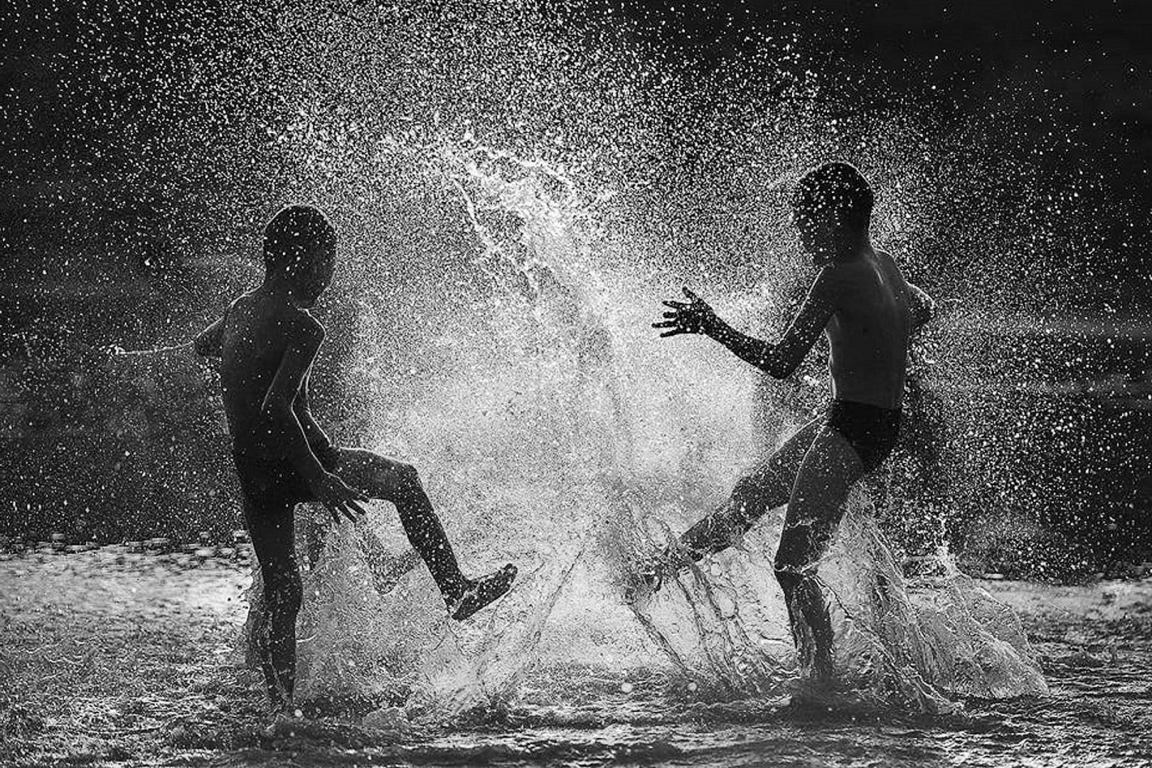 Gentes e Locais/Brincando na água