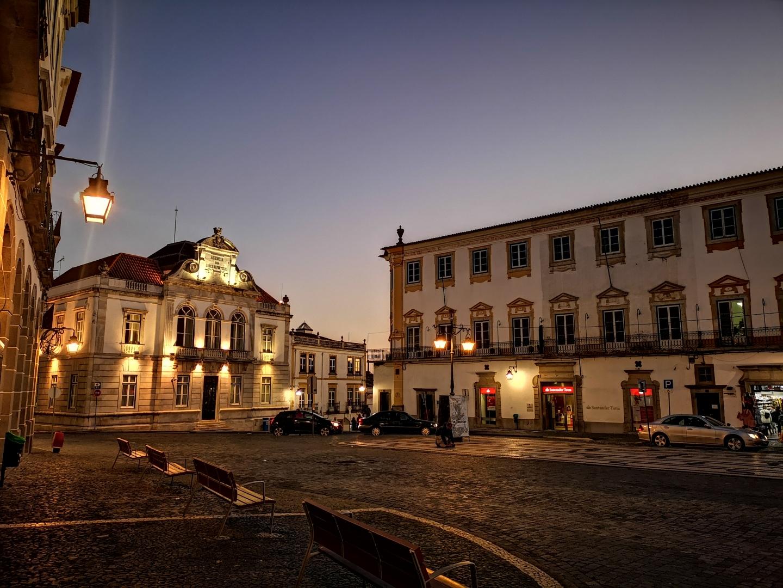 Gentes e Locais/Praça do Giraldo - Évora