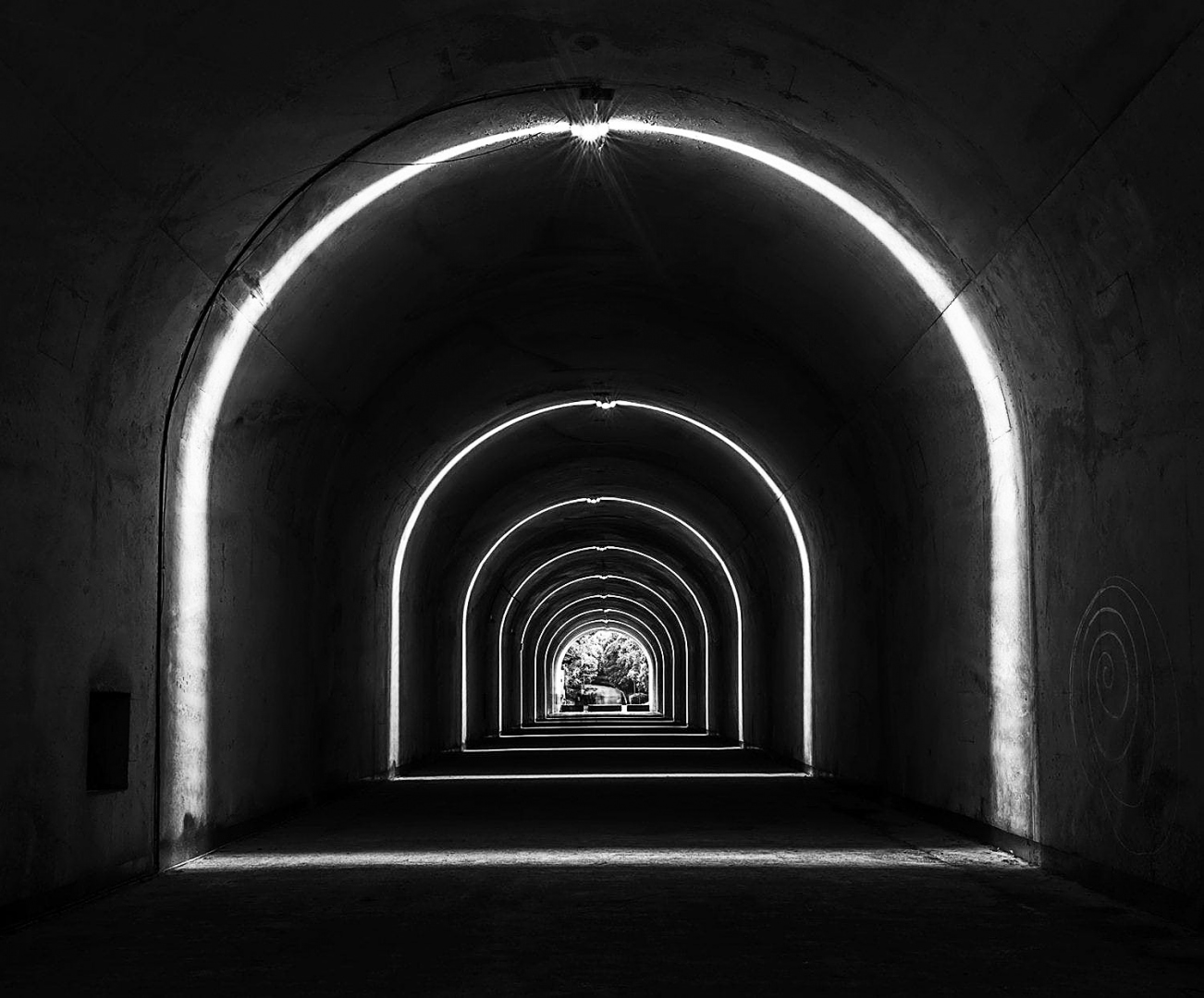 Fotografia de Rua/Tunnel with illuminated arches