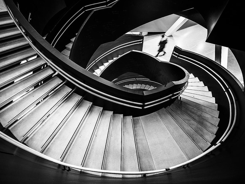 Outros/Escalier en colimaçon