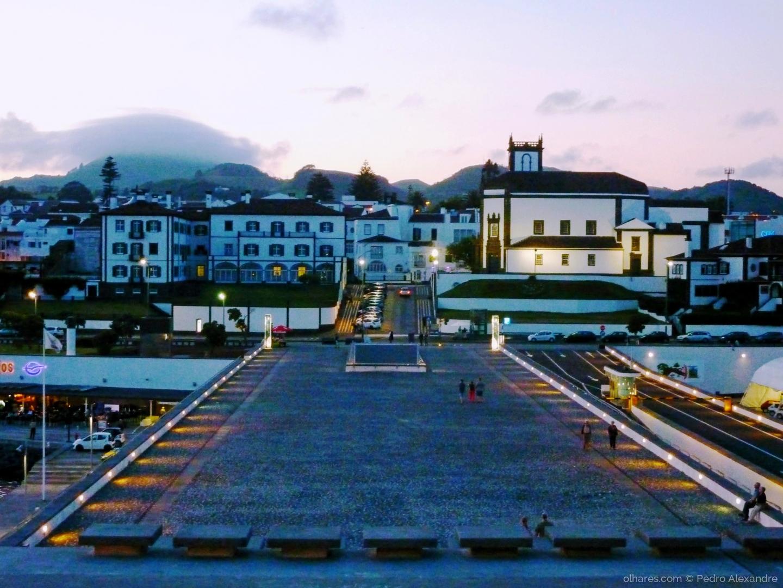 Gentes e Locais/Anoitecer em Ponta Delgada