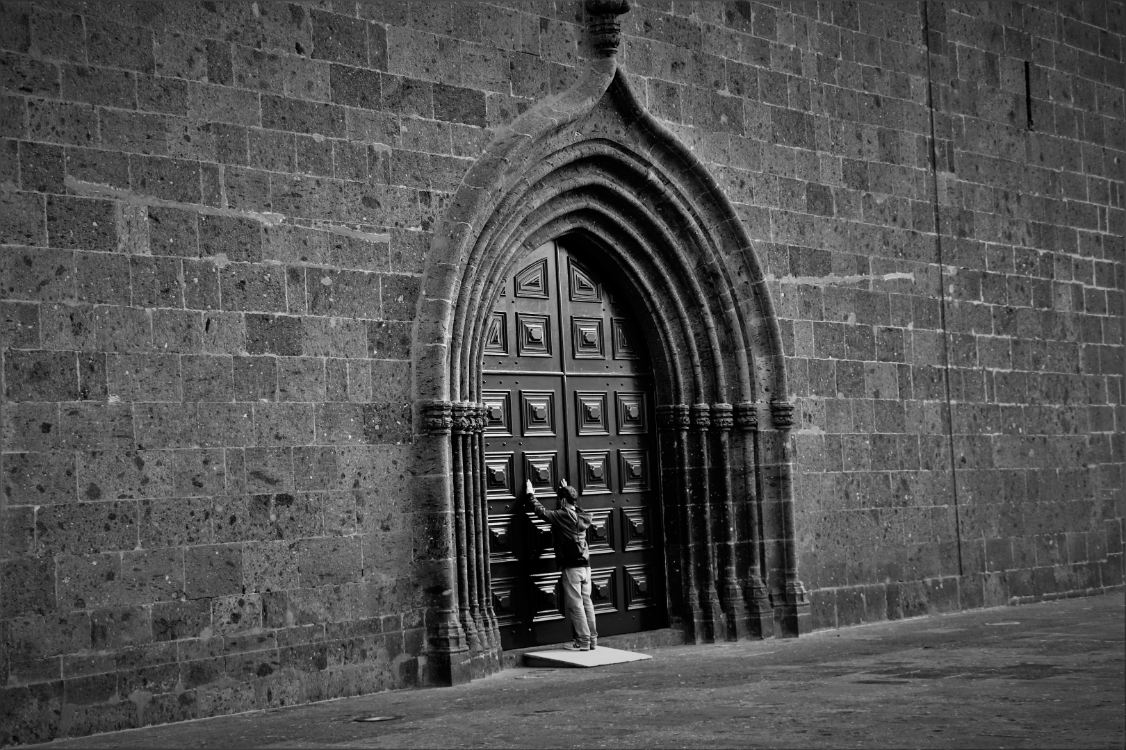 História/Uma porta de Fé e Esperança (desc.)