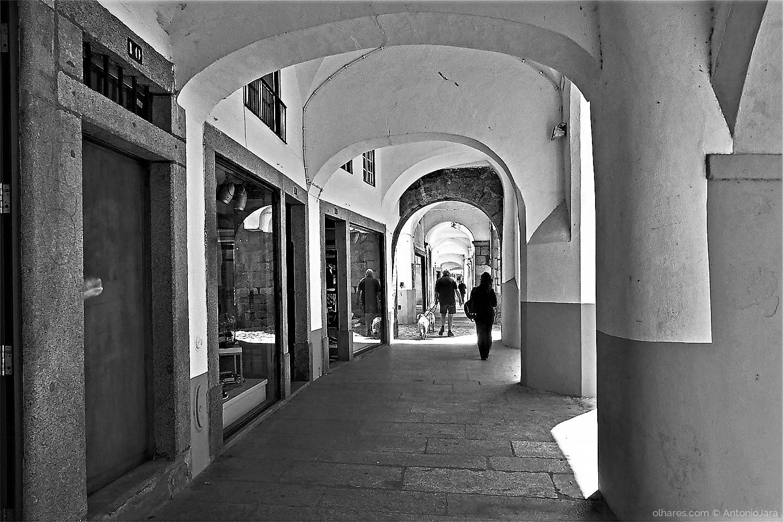 Fotografia de Rua/PASSEANDO PELAS ARCADAS - ´Évora