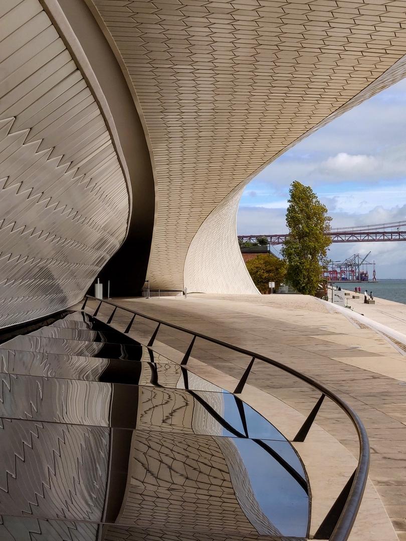 Arquitetura/À beira do Tejo - MAAT