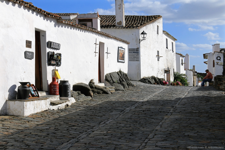 Fotografia de Rua/A PENSAR AO ENTARDECER - Monsaraz