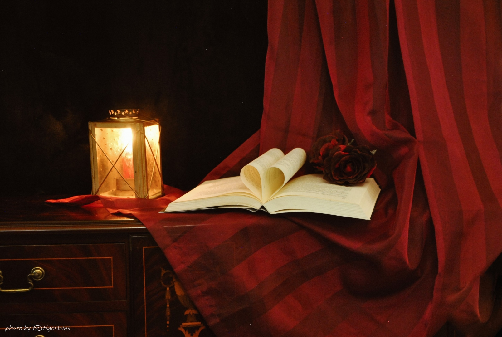 Outros/A candeia e o livro!