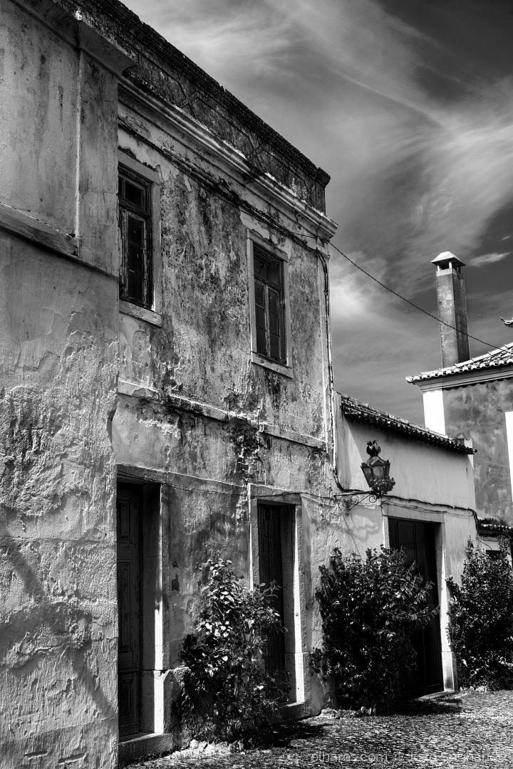 Arquitetura/As portas para o pátio esquecido...
