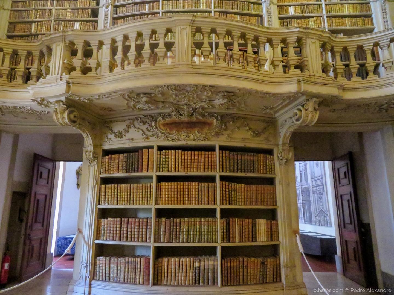 Outros/Pormenor de biblioteca