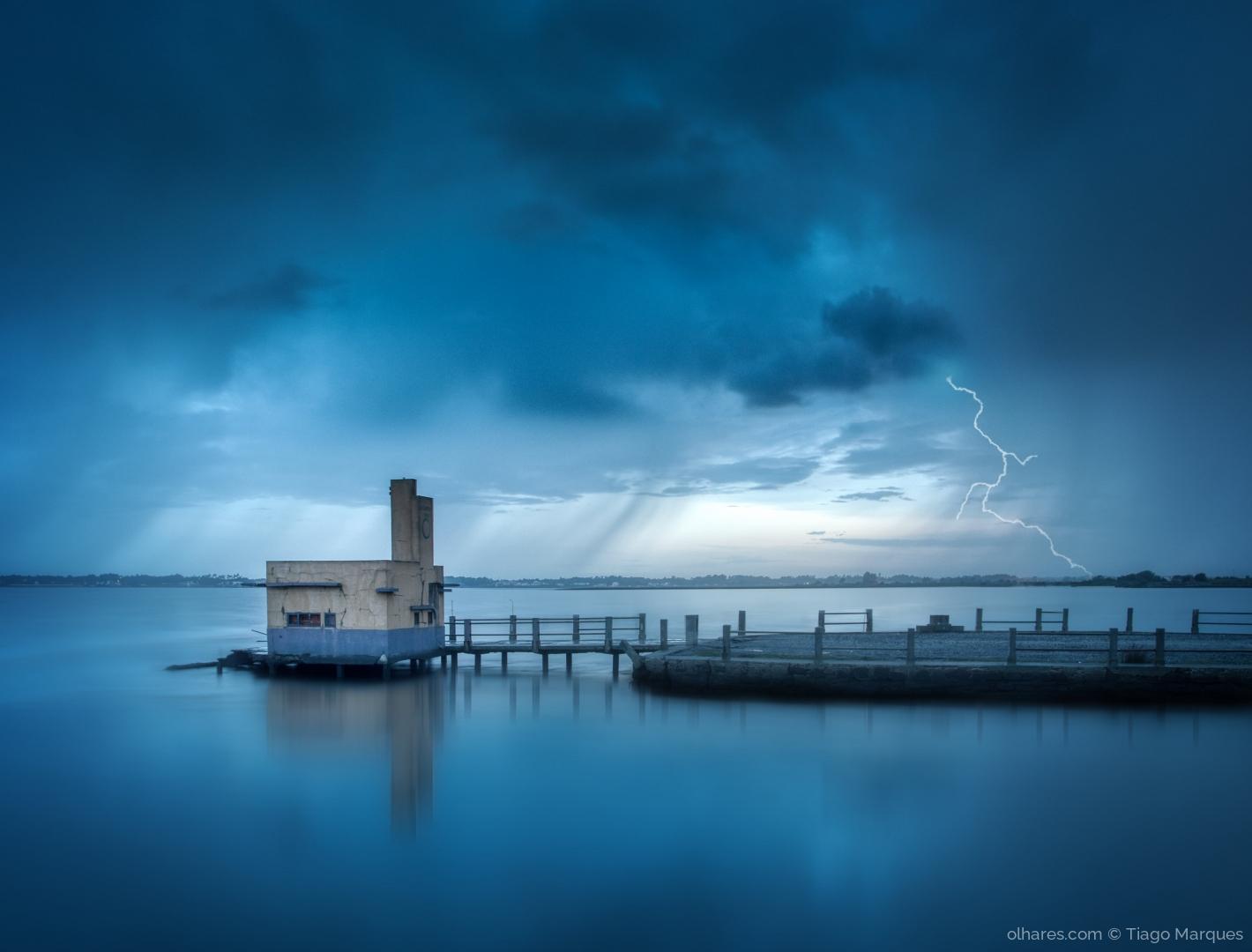 Outros/Um Amanhecer Tempestuoso