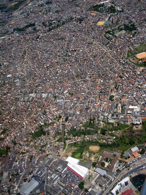 Paisagem Urbana/FAVELA - SÃO SALVADOR - BRASIL