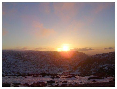 Paisagem Natural/Quando o Sol toca a montanha!