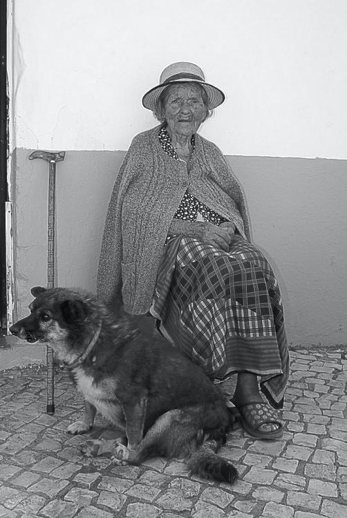 Retratos/Velhota com cão