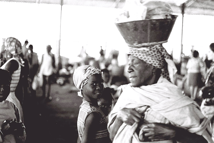 Outros/Angola 1975 -mercado