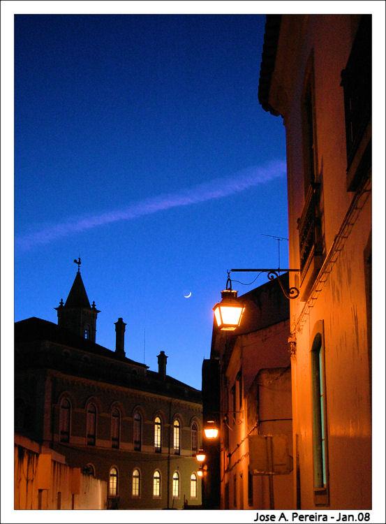 Paisagem Urbana/Iluminado pela lua....