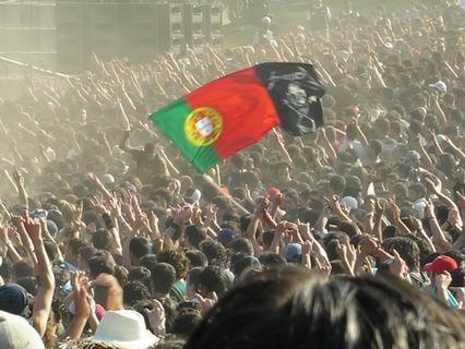 Espetáculos/Uma bandeira bem alta e com muito pó