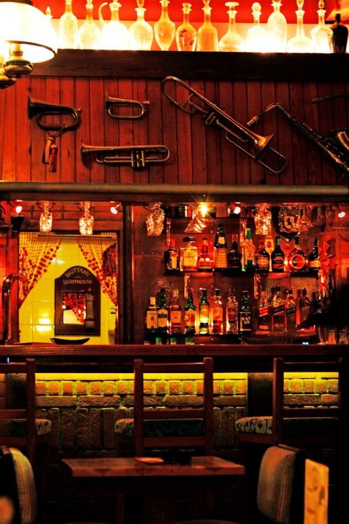 Outros/Os idos do eu - loving empty bars