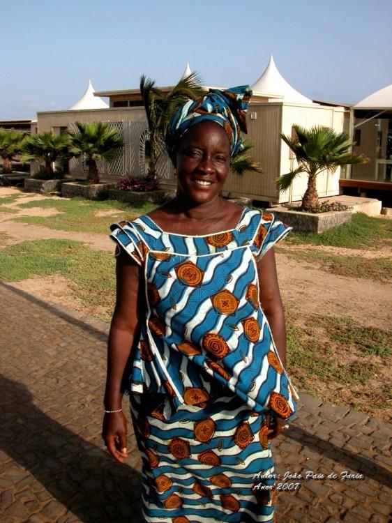 Mulher do senegal em traje tradicional foto de jo o pais de faria olhares fotografia online - Cabo verde senegal ...