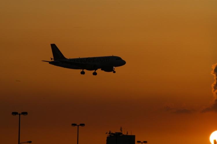 Outros/Airbus, ao pôr-do-sol...