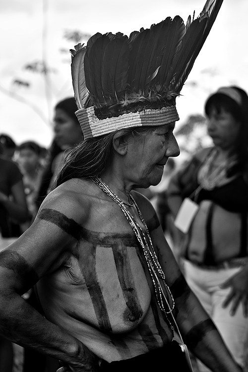 Fotojornalismo/Índios pedem socorro pra Amazônia