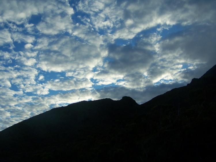 Outros/COntra luz ao amanhecer