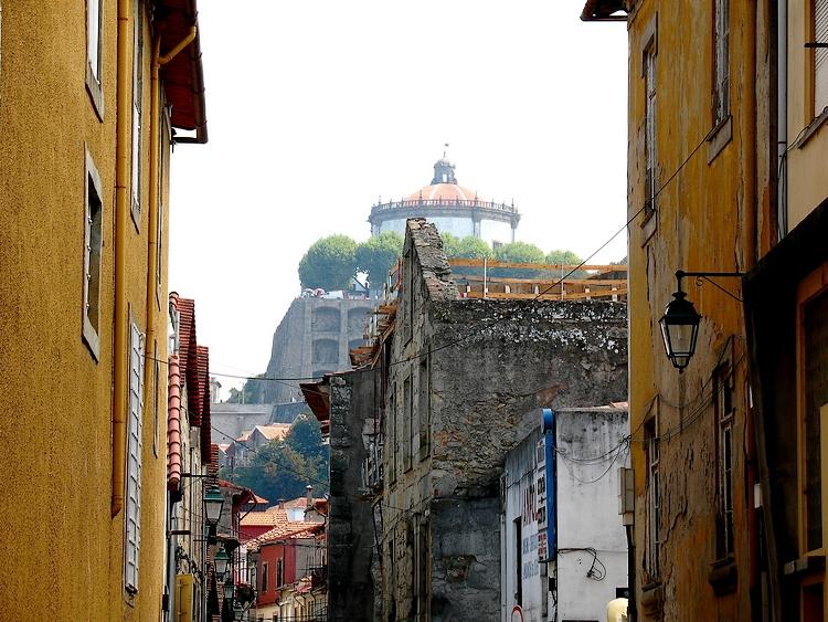 Paisagem Urbana/A serra no alto