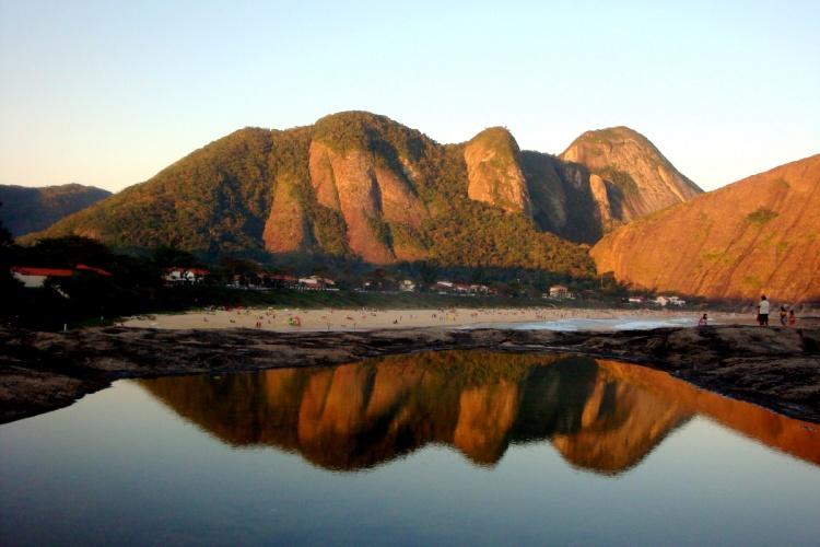 Outros/Pedra grande na Praia Itacoatiara Niterói