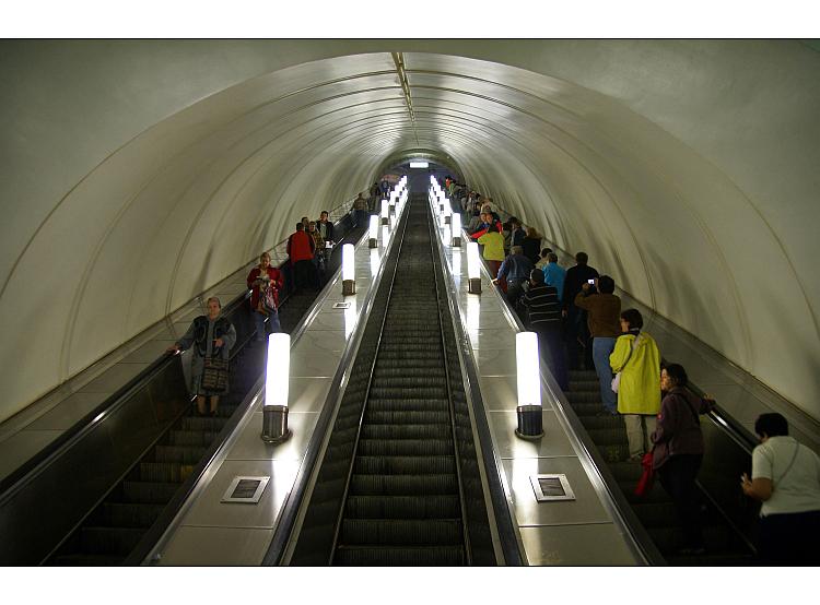 """Gentes e Locais/""""Metro de Moscovo..."""""""