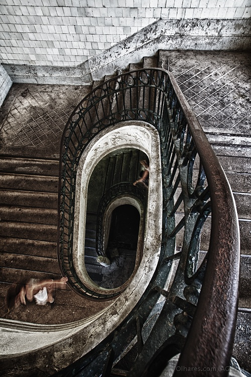 Gentes e Locais/the stairway to the exit