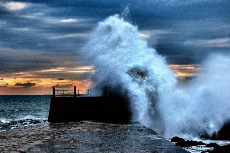 Gentes e Locais/A fúria do mar
