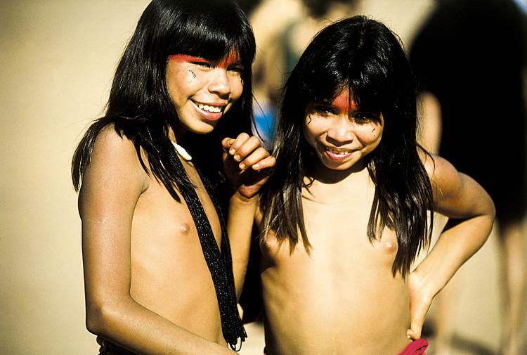 Gentes e Locais/Meninas do Xingú.