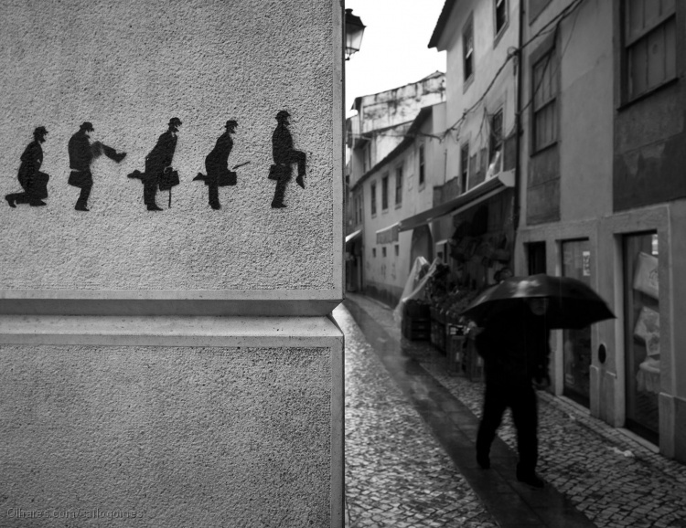 """Outros/""""Ministry Of Silly Walk"""""""