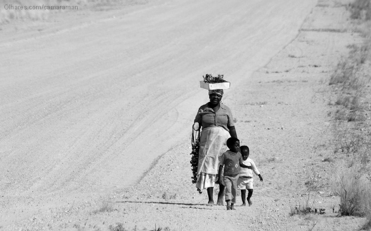 Gentes e Locais/Walking the Long and Dusty Road