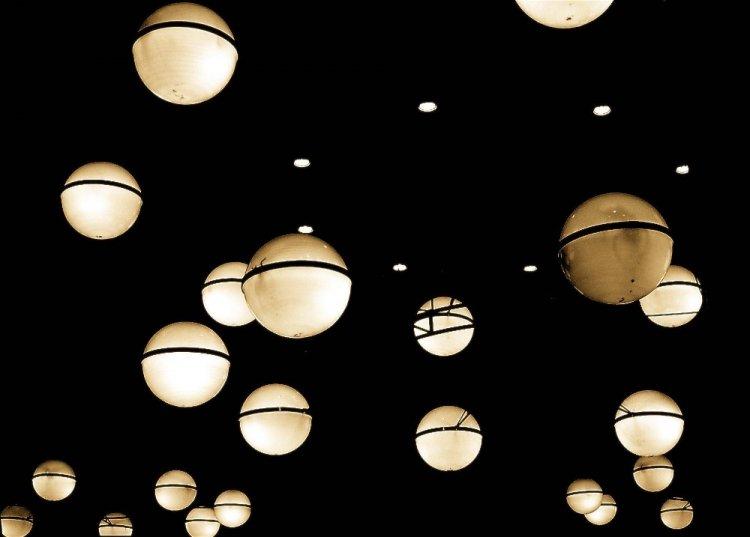 Abstrato/num céu de sóis uma estrela sem luz