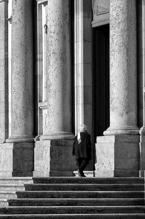 Gentes e Locais/colunas de pedra