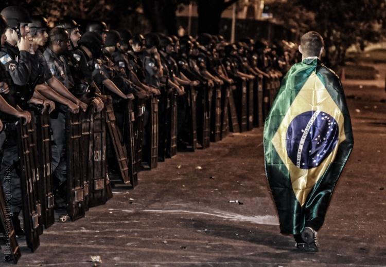 Fotojornalismo/A pátria pede passagem