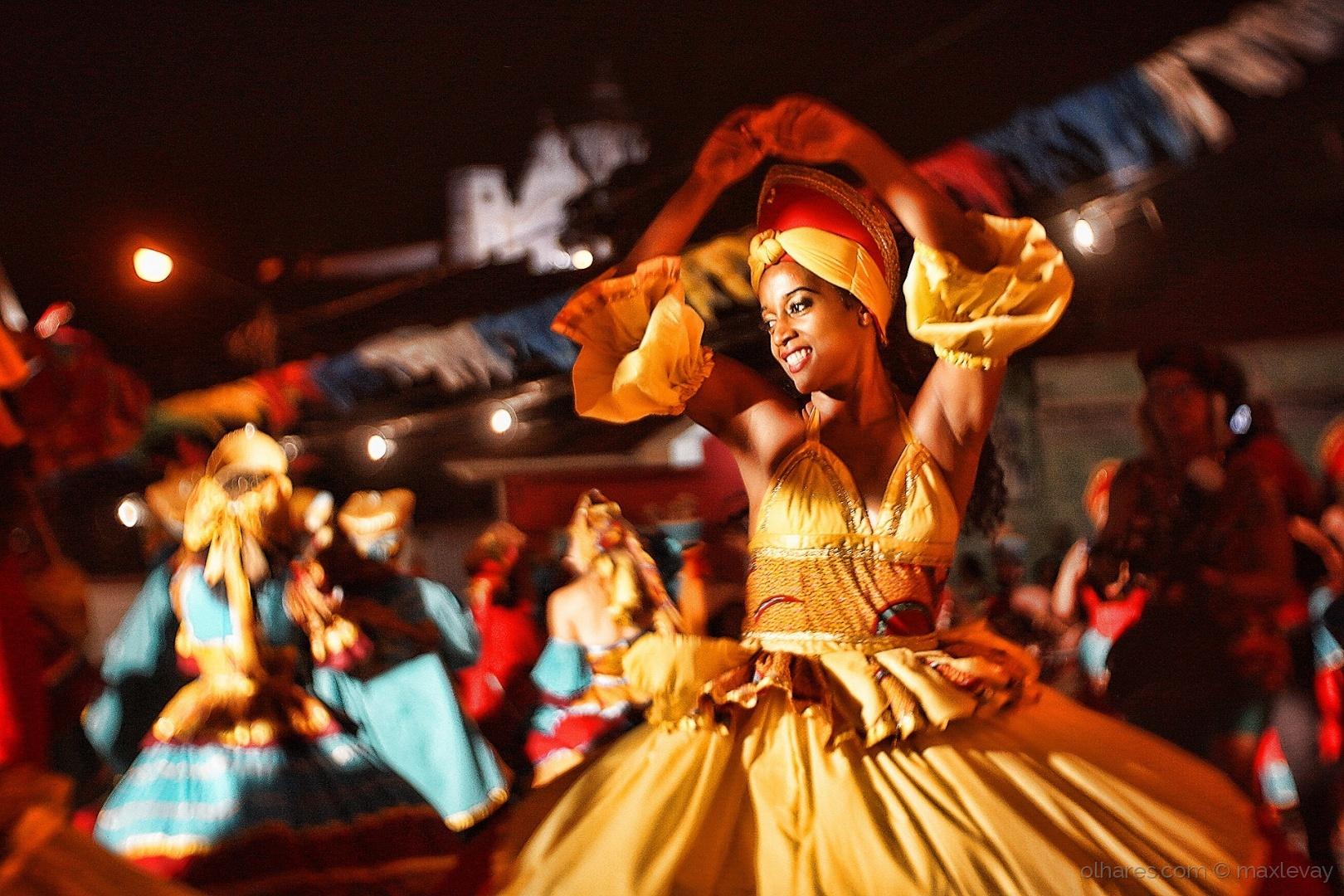 Gentes e Locais/Dança - Maracatu