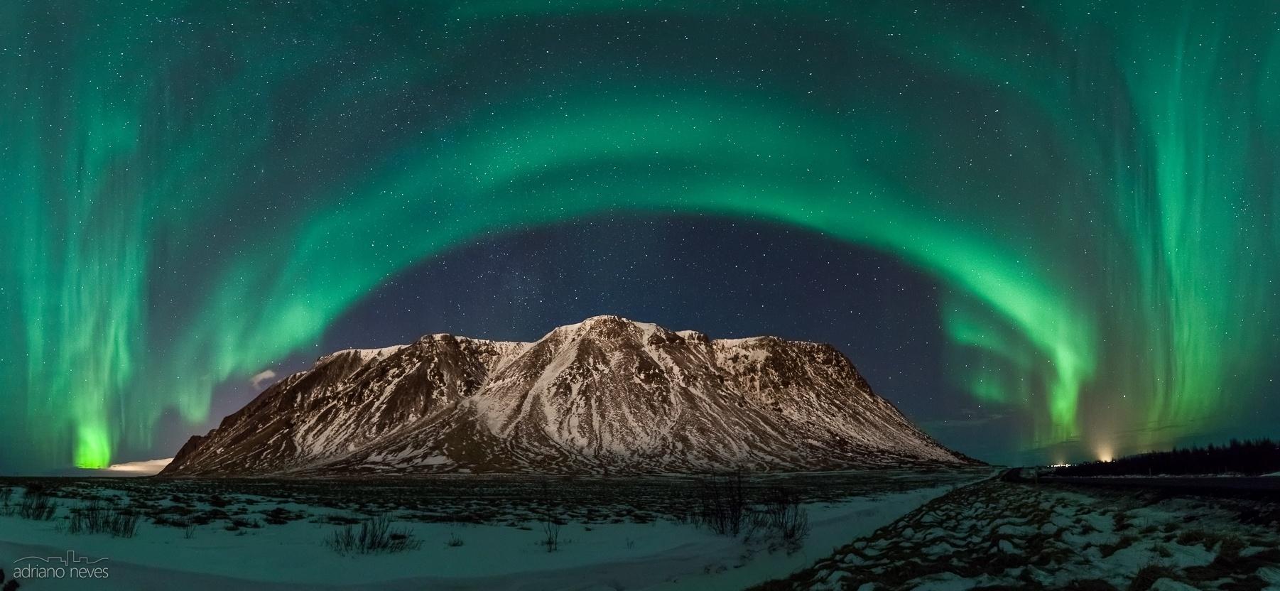 Paisagem Natural/luzes do norte sobre a via láctea // Islândia