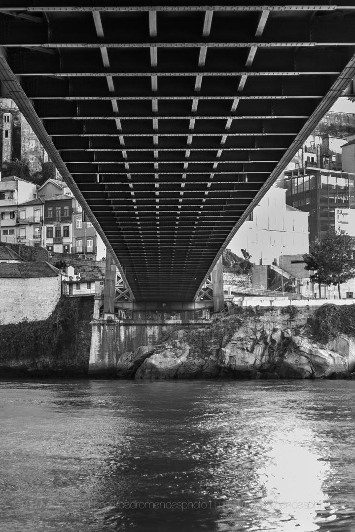 """Paisagem Urbana/""""Debaixo da Ponte D. Luis"""""""