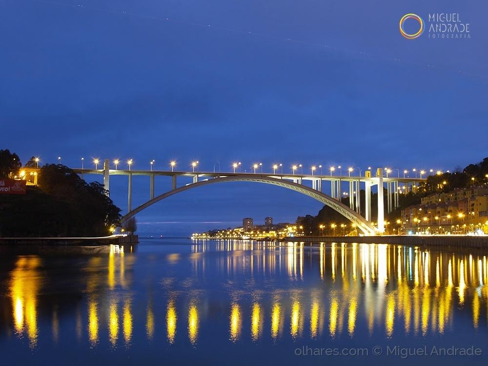 Paisagem Urbana/[ Arrábida, Porto ]