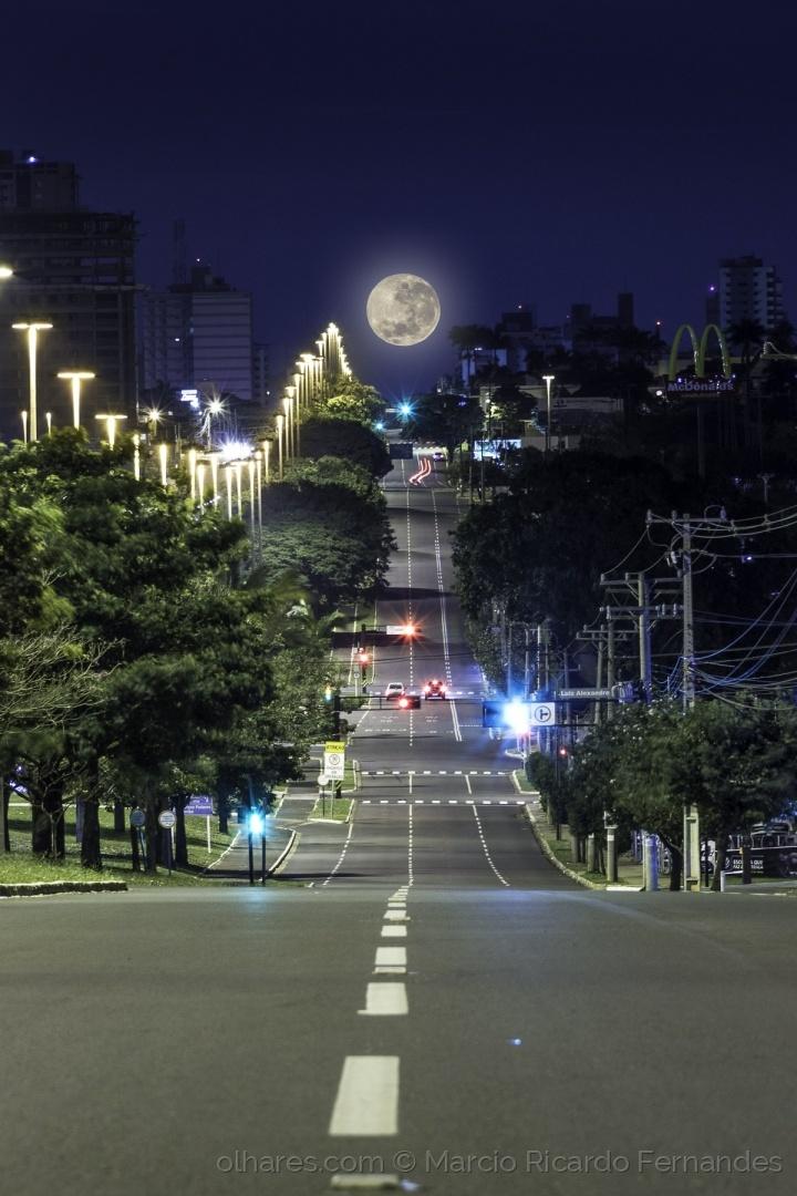 Paisagem Urbana/Pôr da Super Lua na Av. Afonso Pena
