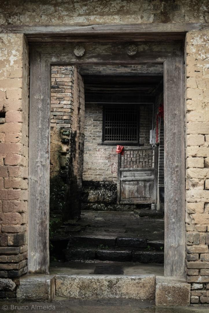 Gentes e Locais/Porta da solidão
